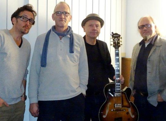 """Pop- und Jazzstandards interpretiert die Formation """"Duo M plus Zwei"""" ausschließlich instrumental: Frank Konrad, Jochen Welle, Michael Neumann und Markus Dassmann (v. li.) spielen bei """"kultur_vor_Ort"""" bekannte Pop- und Jazzstandards."""